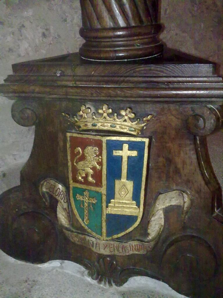 Escudo Atrio Iglesia