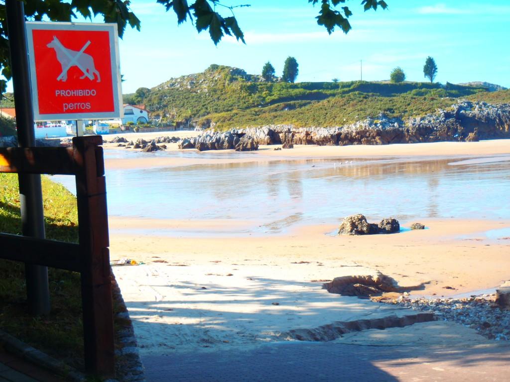 Entrada a la playa de Las Cámaras de Celoriu - Celoriu.com