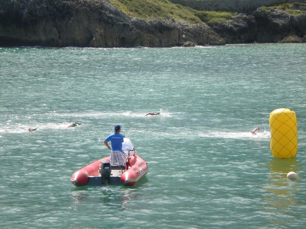 Varios nadadores durante el desarrollo de la prueba - Celoriu.com