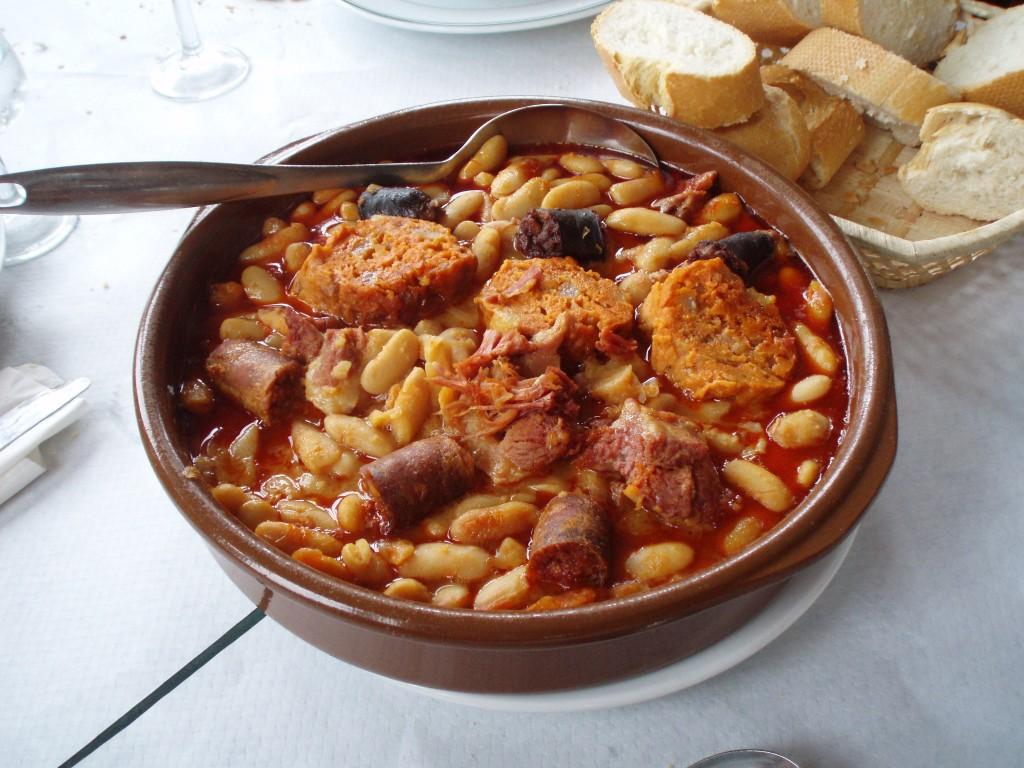 Fabada asturiana con el pantruque llanisco - Celoriu.com