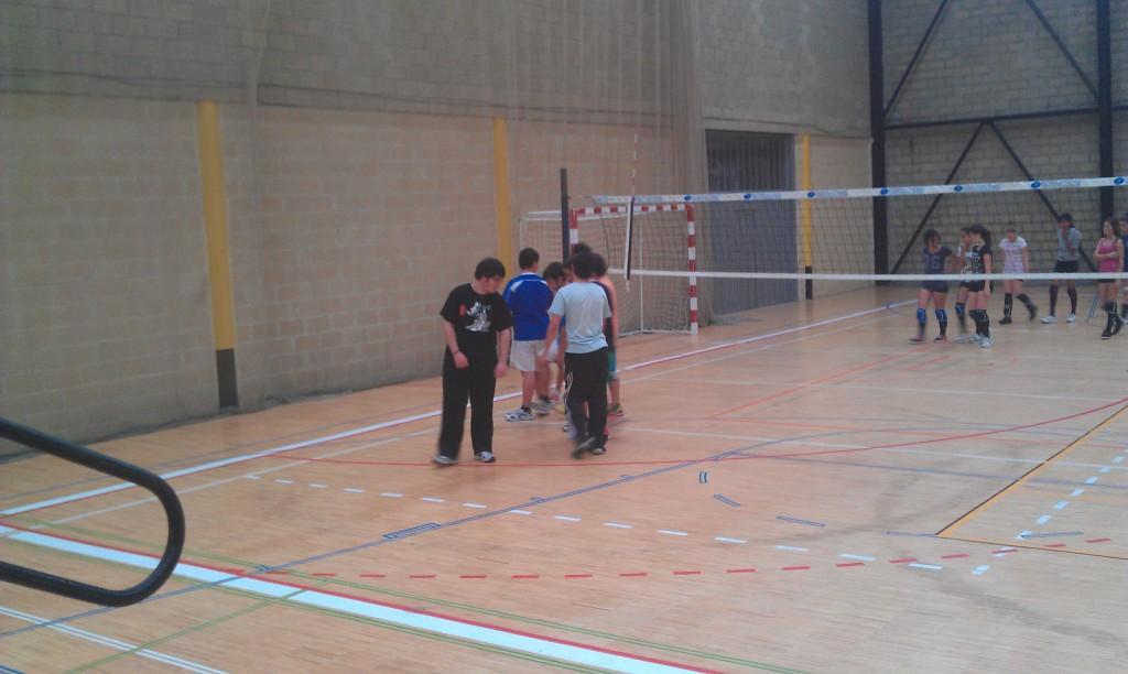 Uno de los entrenamientos de la escuela municipal de Voley de Llanes - Celoriu.com