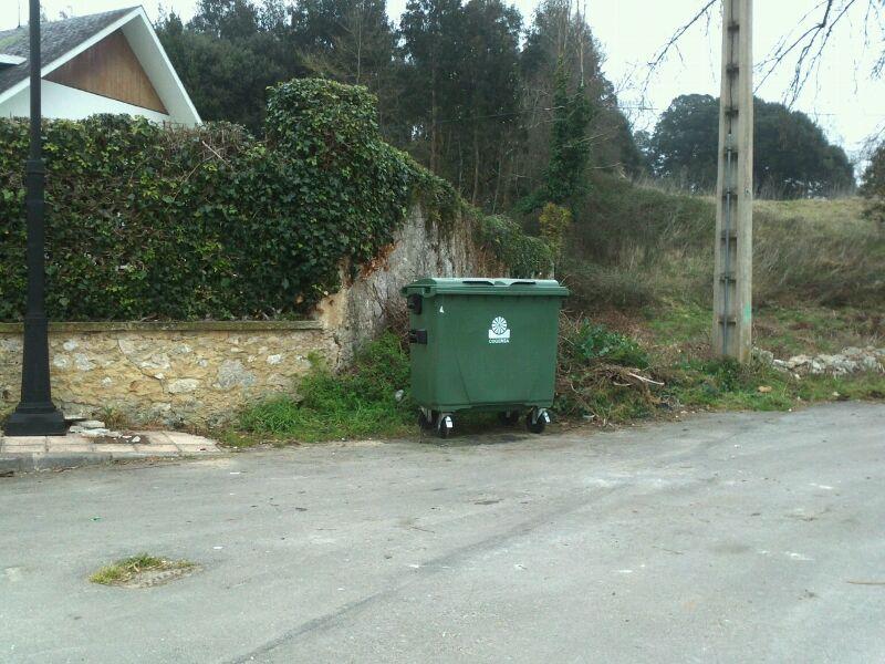 El nuevo contenedor ya reemplaza al quemado el domingo en Celorio - Celoriu.com
