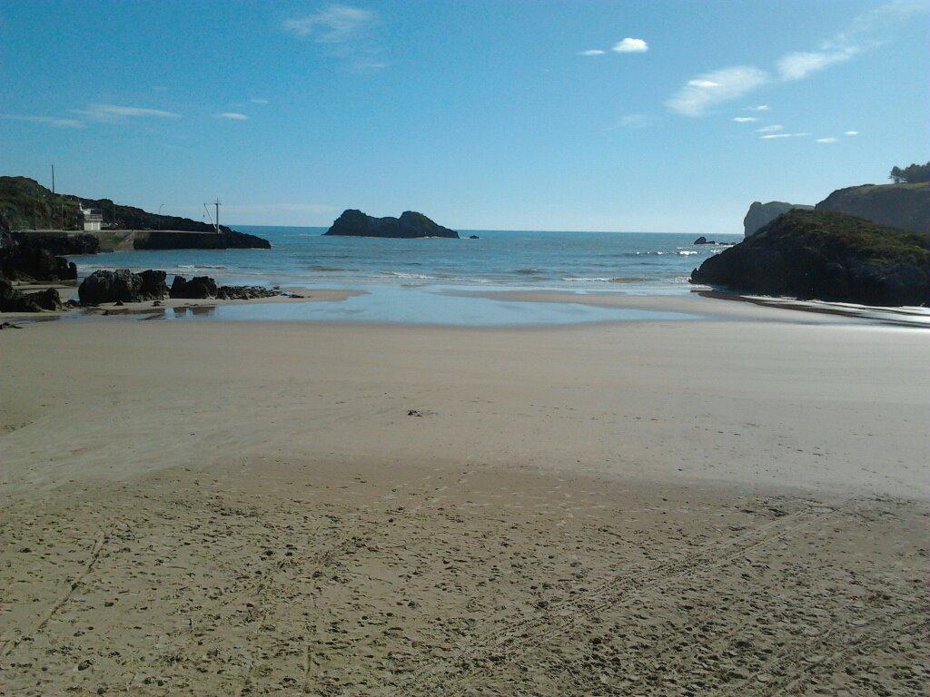 La playa de Palombina, el pasado 1 de mayo en Celorio, Llanes - Celoriu.com