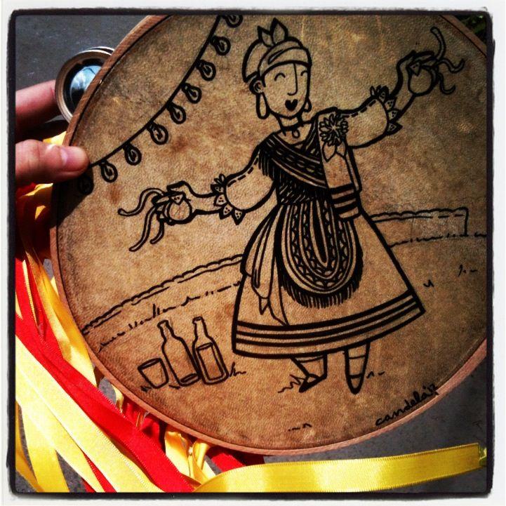 Las panderetas de Cande utilizan diseños originales basados en estampas tradicionales asturianas - Celoriu.com