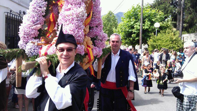 Uno de los ramos en honor a la Virgen del Carmen, a punto de salir del Collau en Celorio - Celoriu.com