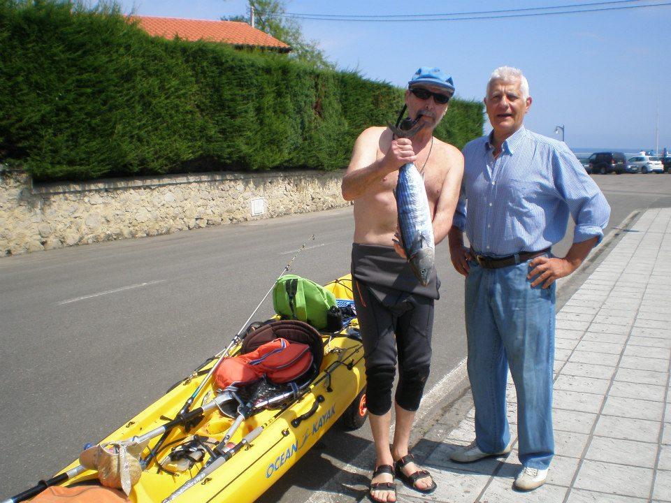 Manolo Magín, con una de sus últimas capturas en la costa celoriana hace unos días - Celoriu.com