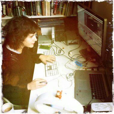 Celia Cervero, en pleno proceso de montaje de una de sus películas - Celoriu.com