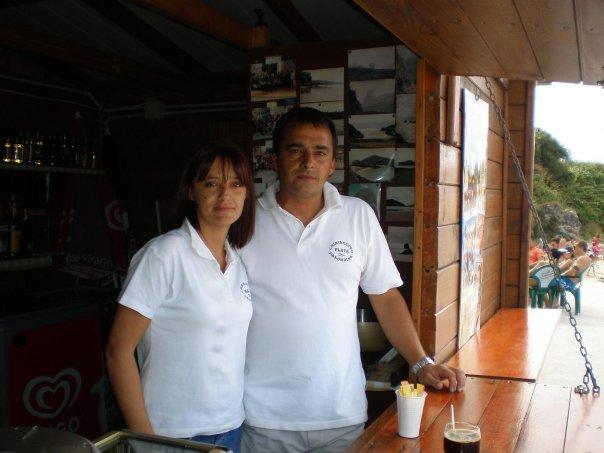 Javi Gavito y Lines Piney en el chiringuito de Palombina - Celoriu.com