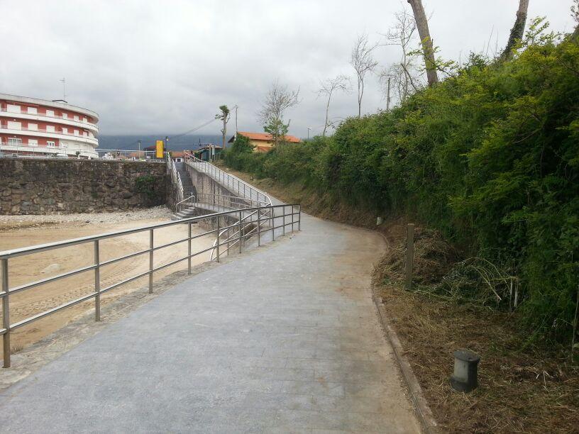 Limpieza del camino de Palombina entre la Rotonda y el chiringuito - Celoriu.com