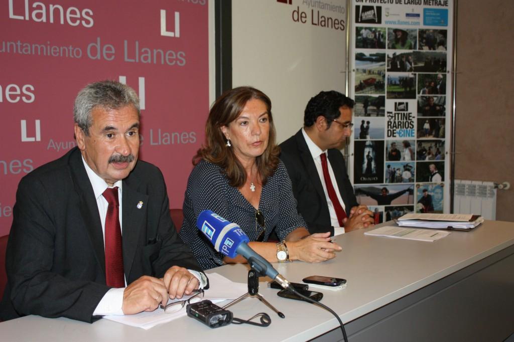 El consejero de Economía Graciano Torre en su visita de hoy a Llanes - Celoriu.com