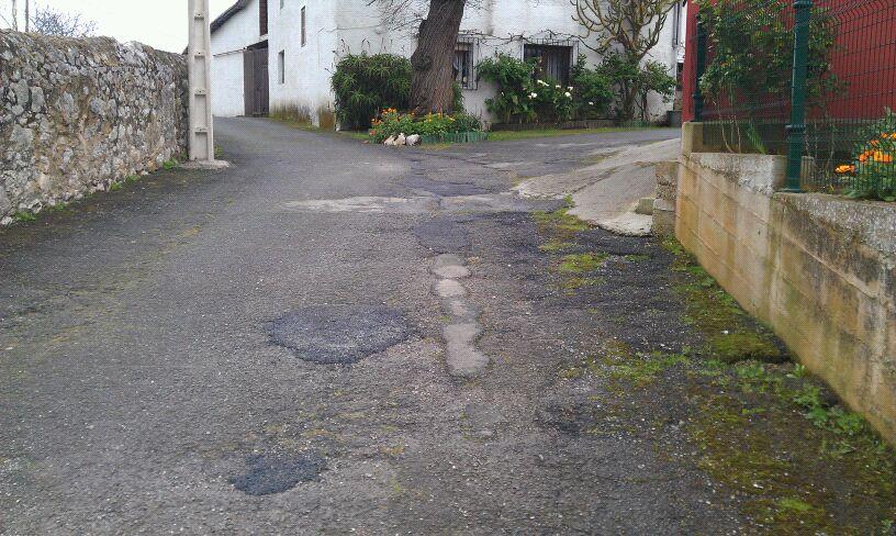 """Baches en un camino de """"la Torre"""" en Celorio - Celoriu.com"""