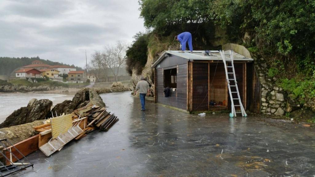 Hoy sabado 14 de febrero se procedía al desmontaje del Chiringuito de Palombina - Celoriu.com